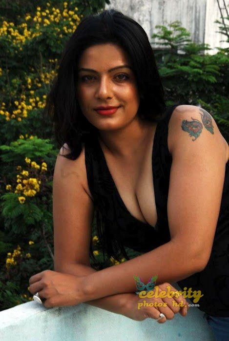 Celebraty Actress Reva Dn Hot Photos (5)