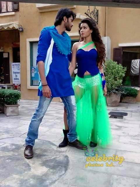 Hot Actress Mahiya Mahi (2)