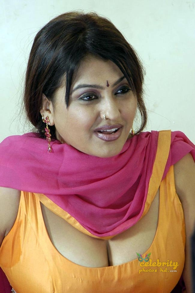 Hot Actress Sona (1)
