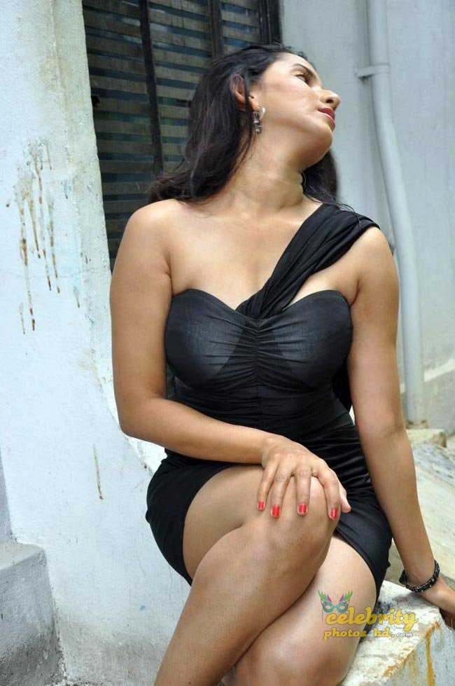 Hot actress Rishika singh (3)