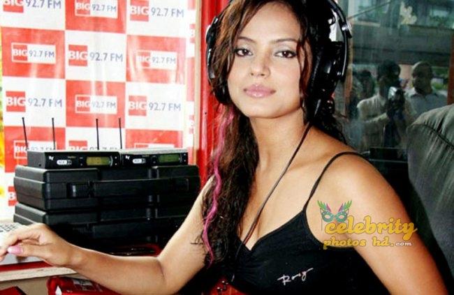 Stunning Neetu Chandra (1)
