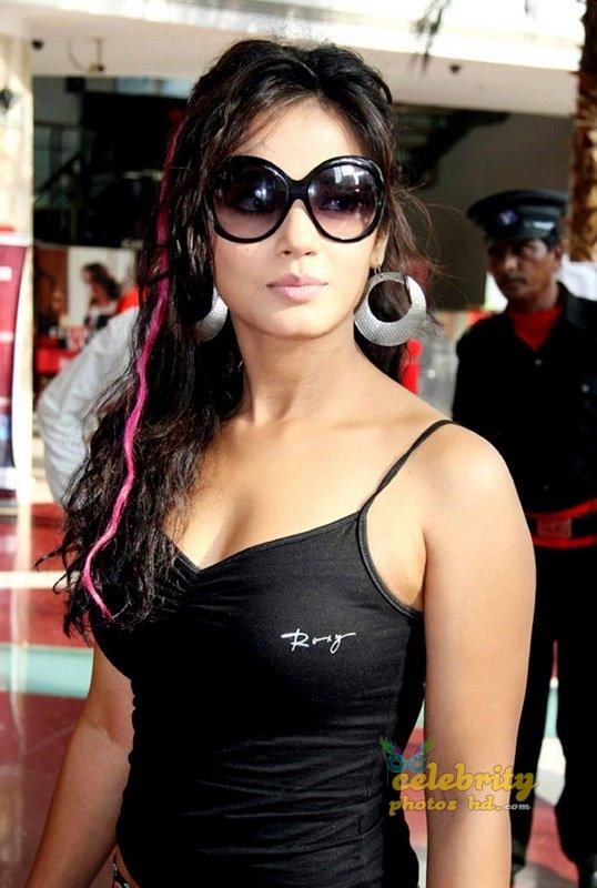 Stunning Neetu Chandra (3)