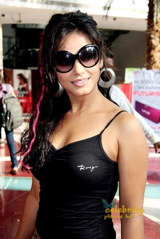 Stunning Neetu Chandra (7)