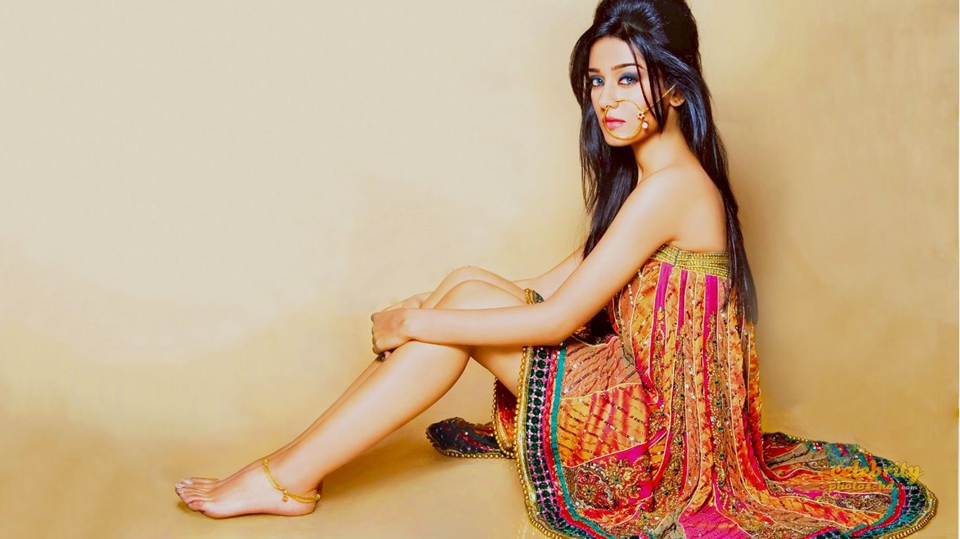 Bollywood Hot Actress Amrita Rao Photos.jpg (2)