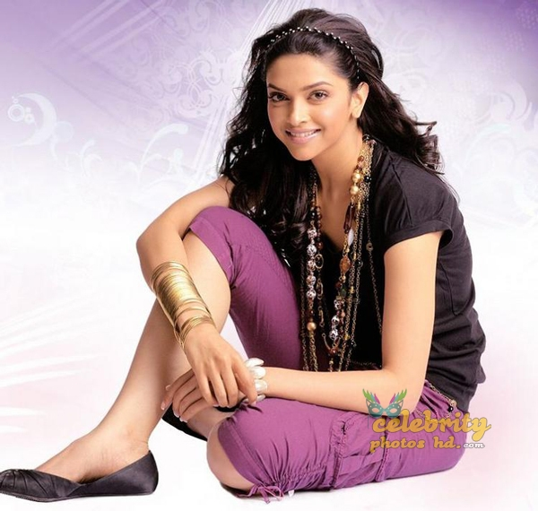 Bollywood Super Hot Actress Deepika Padukone (4)