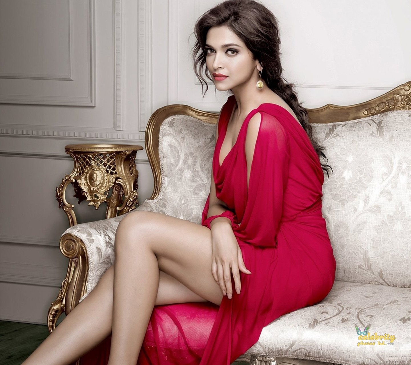 Bollywood Super Hot Actress Deepika Padukone (6)