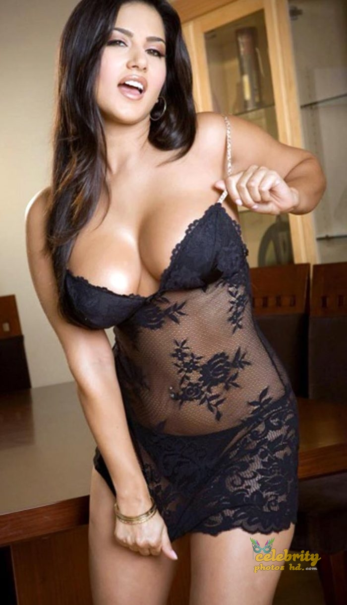 Bollywood Super Hot Model, Actress Sunny Leone Photo (2)