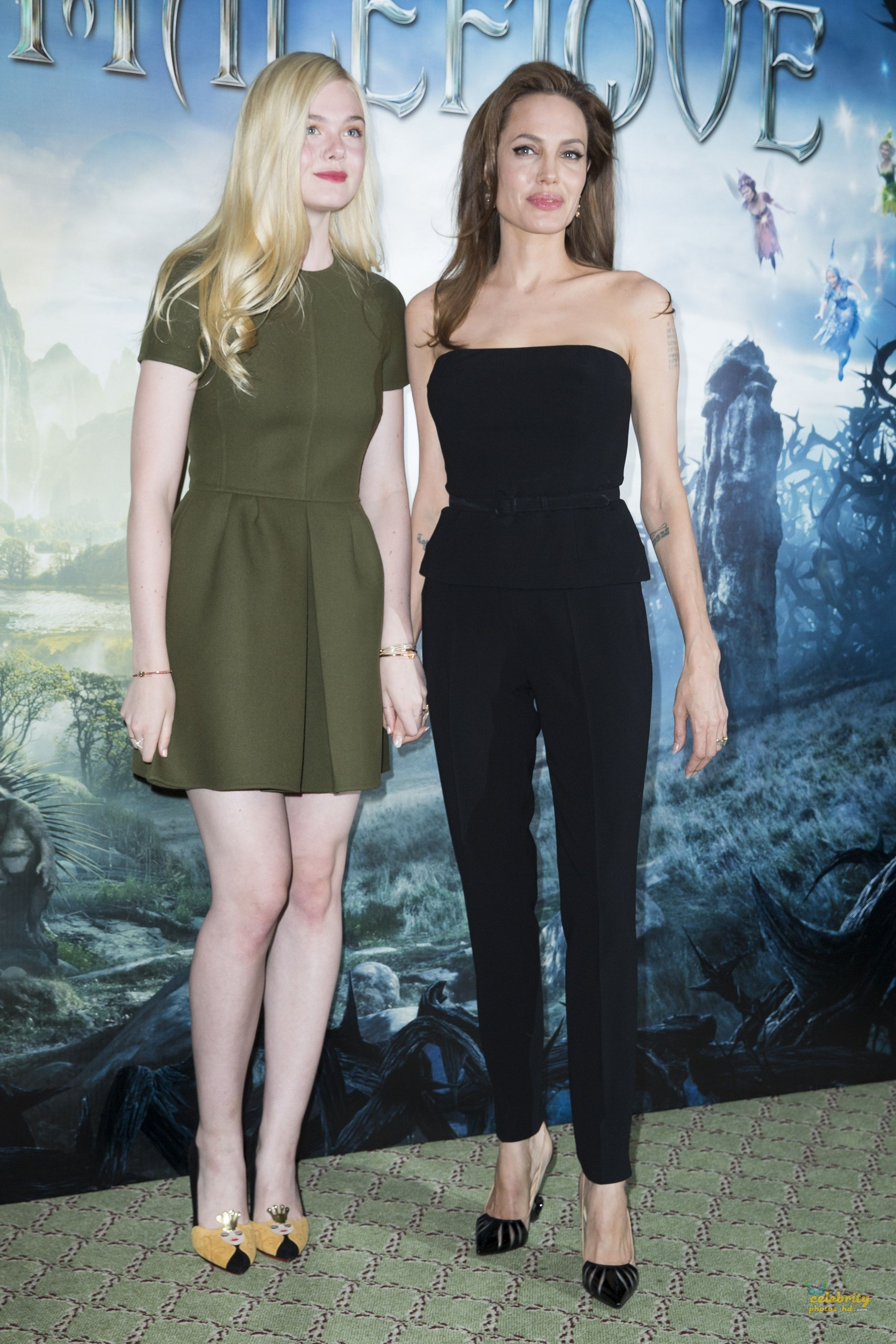 Hollywood Actress Angelina Jolie& Elle Fanning (1)