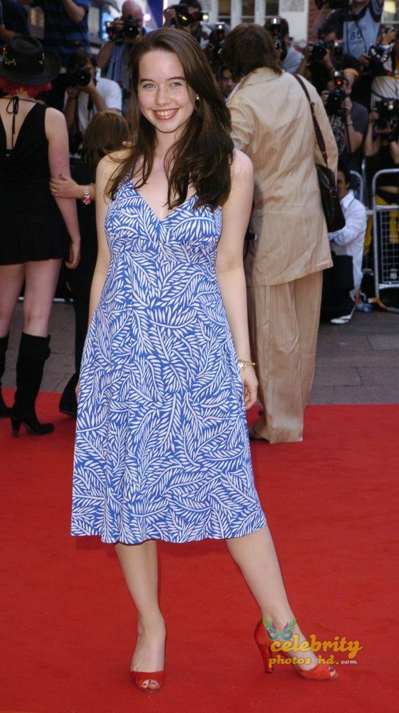 Hollywood Spicy Actress Anna Popplewell (5)