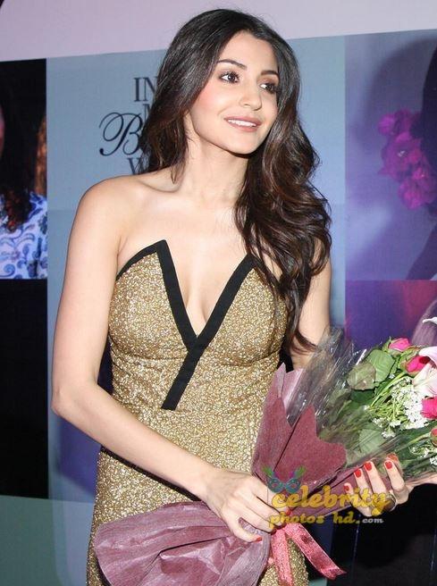 Hot Actress Anushka Sharma (1)