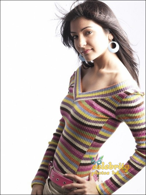 Hot Actress Anushka Sharma (4)