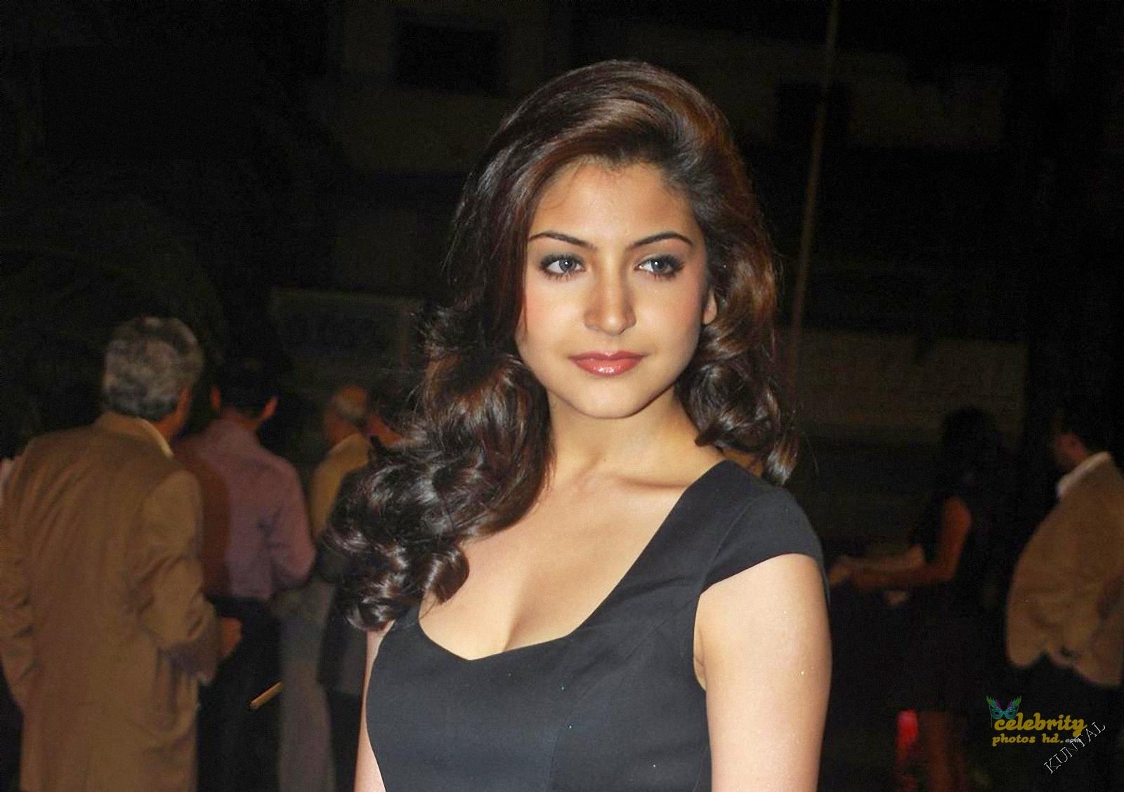 Hot Actress Anushka Sharma (5)
