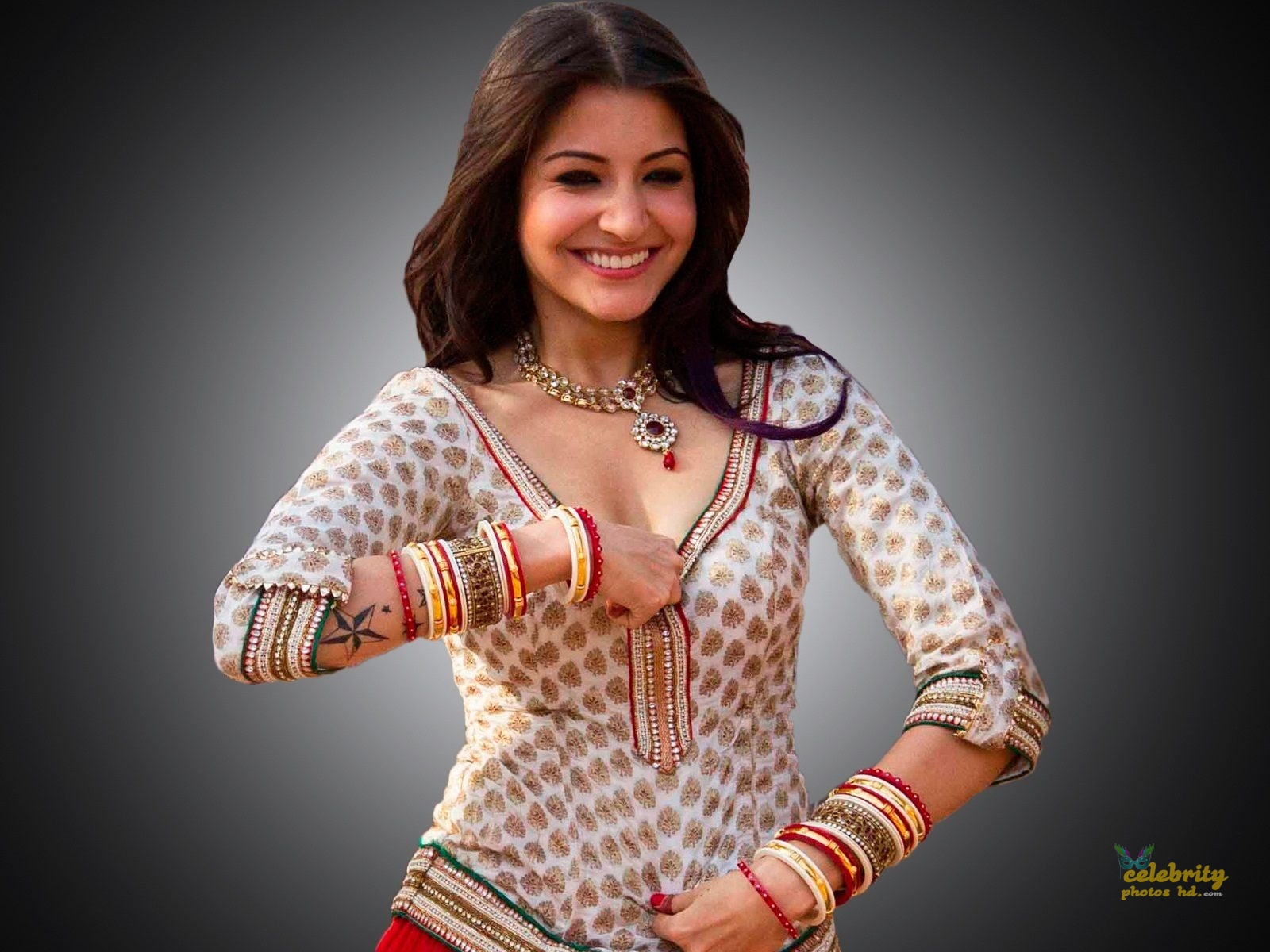 Hot Actress Anushka Sharma (5)