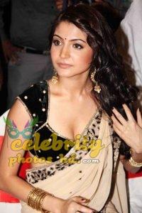 Hot Actress Anushka Sharma (6)