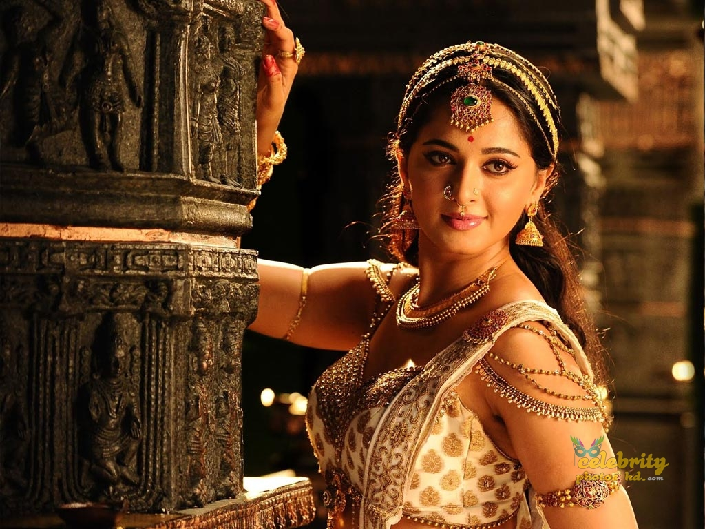 Hottes Actress Anushka Shetty (7)