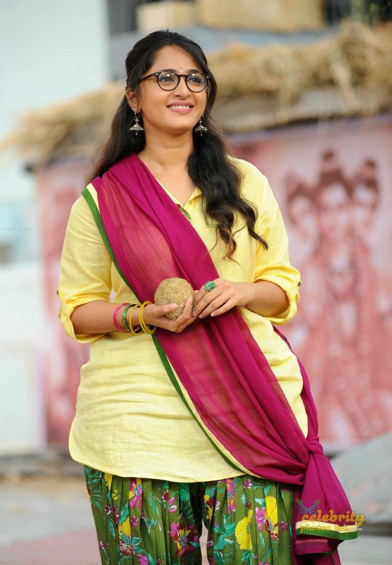 Hottest Actress Anushka Shetty (5)