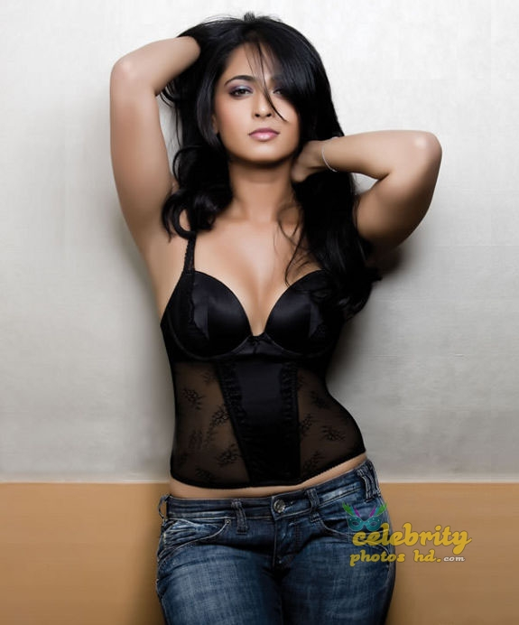 Hottest Actress Anushka Shetty (7)