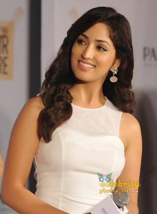 Indian Spicy Actress Yami Gautam (1)