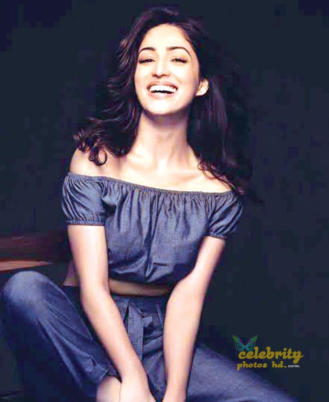 Indian Spicy Actress Yami Gautam (3)