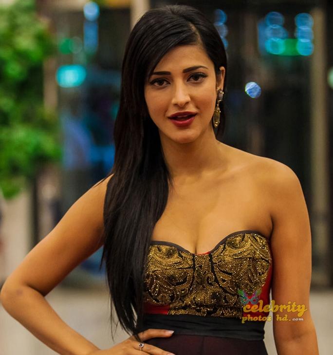Indian Spicy Hot Actress Shruti Haasan New Photo's (3)