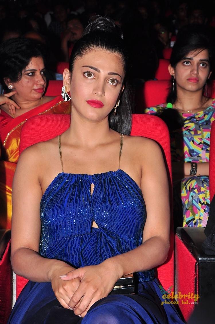 Indian Spicy Hot Actress Shruti Haasan New Photo's (5)