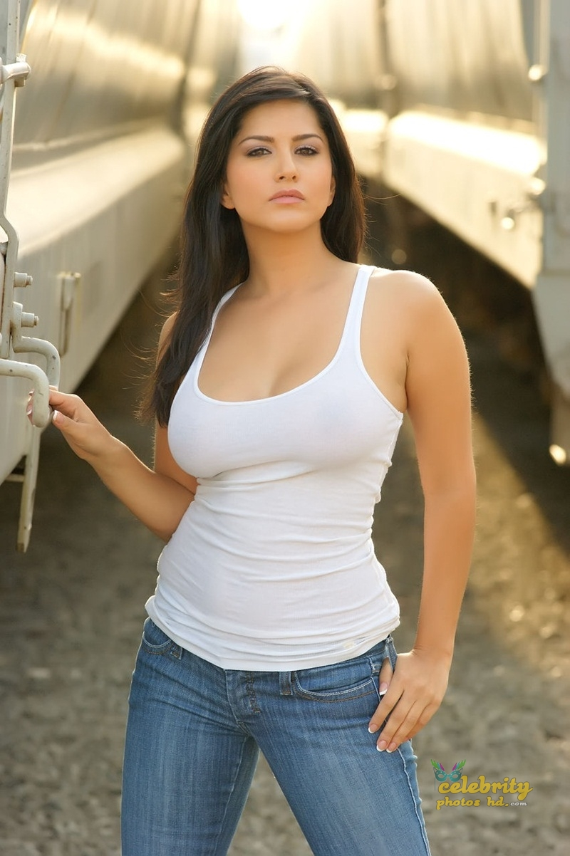 Indian Top Hot Actress Sunny Leone (6)