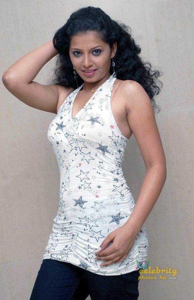 South Indian Hot Model Disha Poovaiah (2)