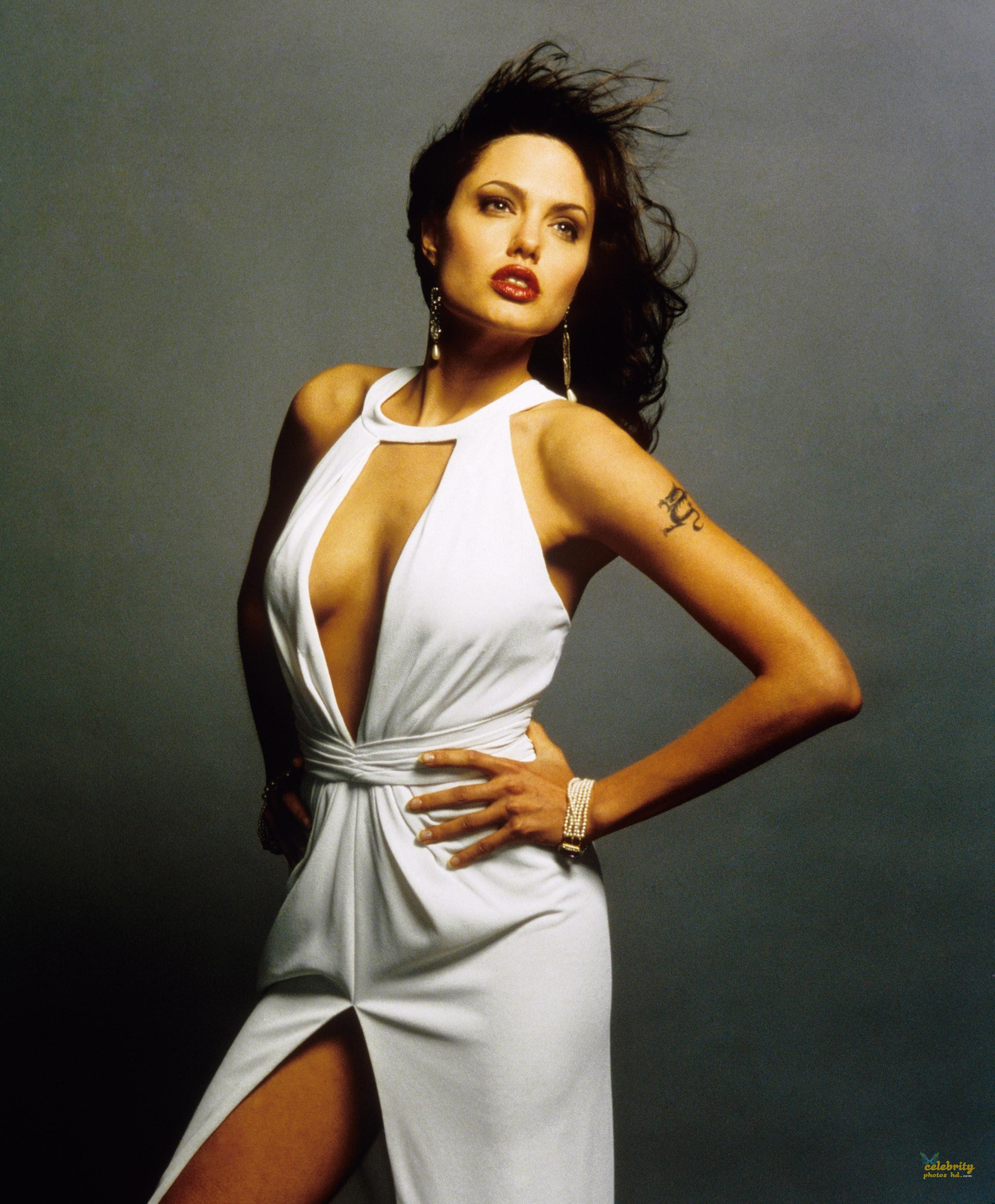 ANGELINA JOLIE Unseen Photo's (2)
