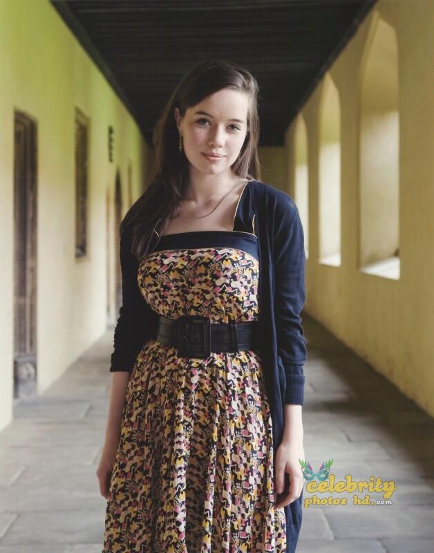 Anna Popplewell Photo of The Duchess UK Film Premiere (5)