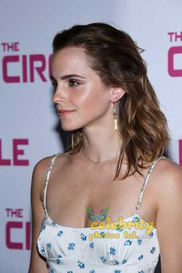 Emma Watson at the Premiere of The Circle in Paris (5)