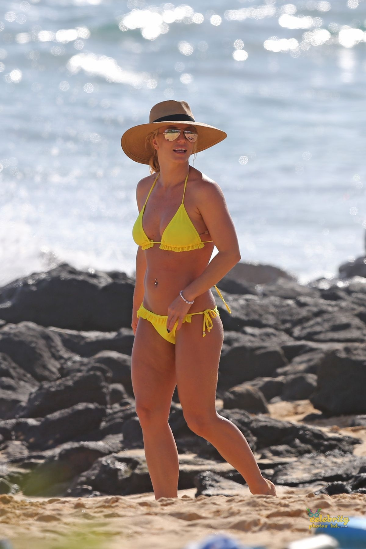 Exclusive Actress Britney Spears Hot Bikini Photo (7)