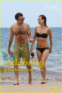 Olivia Wilde Bikini Pictures Kissing Jason Sudeikis Hawaii (2)