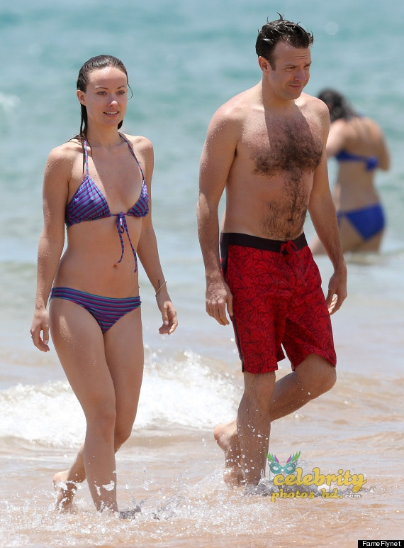 Olivia Wilde Bikini Pictures Kissing Jason Sudeikis Hawaii (3)