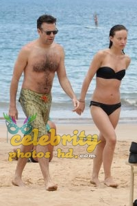 Olivia Wilde Bikini Pictures Kissing Jason Sudeikis Hawaii (5)
