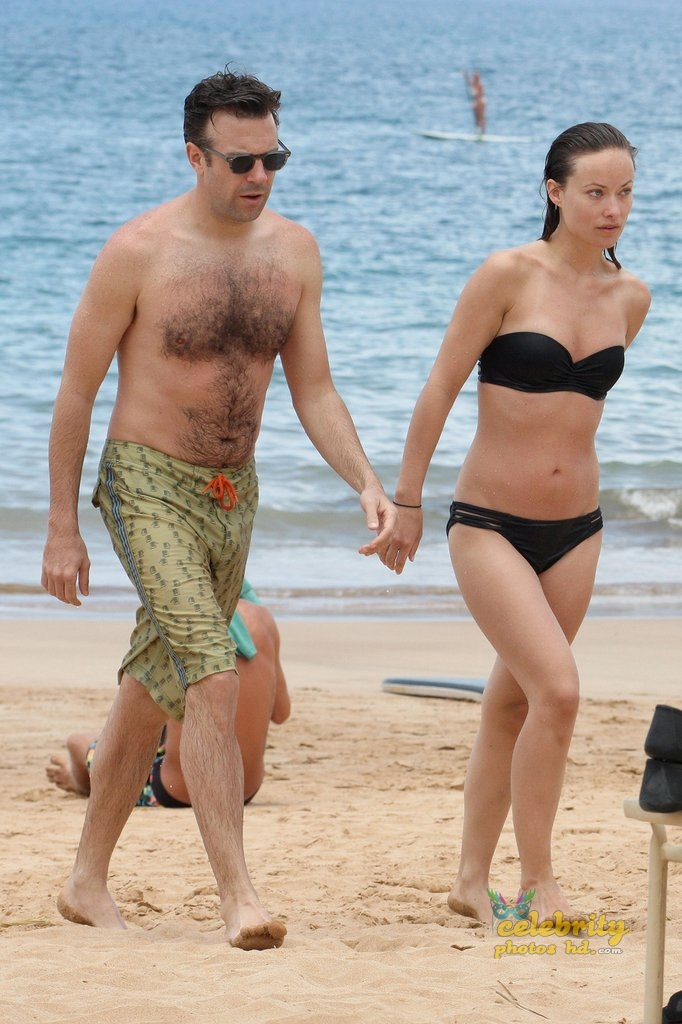 Olivia Wilde Bikini Pictures Kissing Jason Sudeikis Hawaii (5)