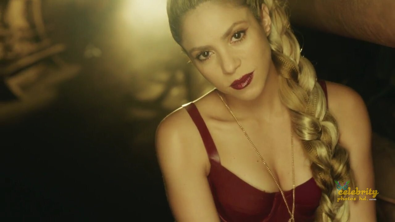 Shakira Loca Song Performance Photot's (1)