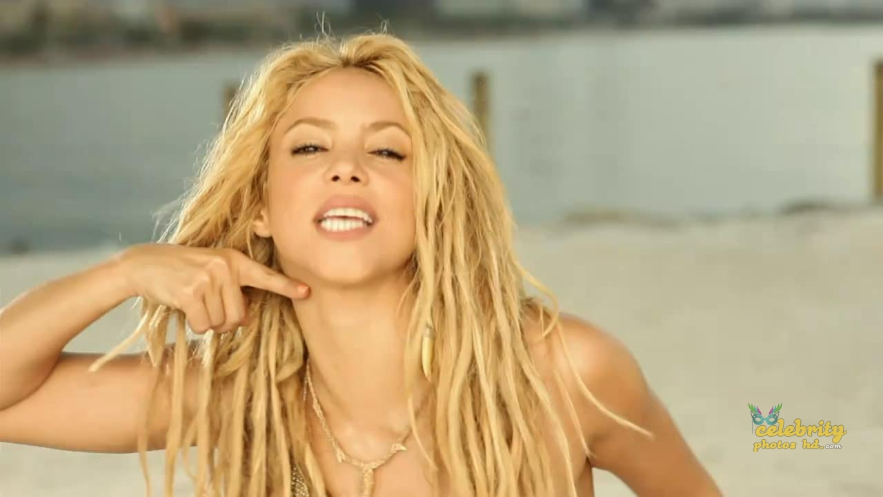Shakira Loca Song Performance Photot's (5)