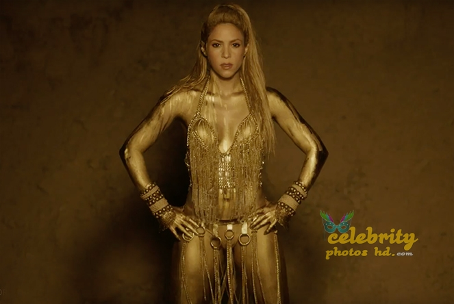 Shakira Perro Fiel Video Gold Body Paint (4)