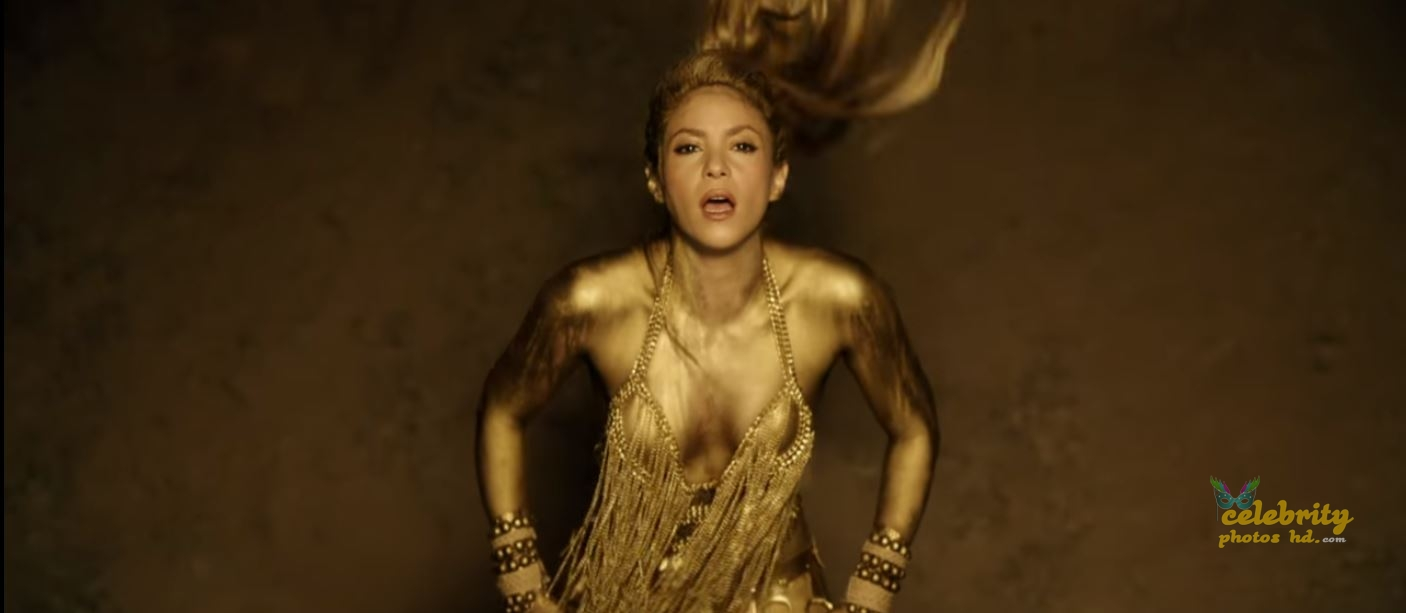 Shakira Perro Fiel Video Gold Body Paint (5)