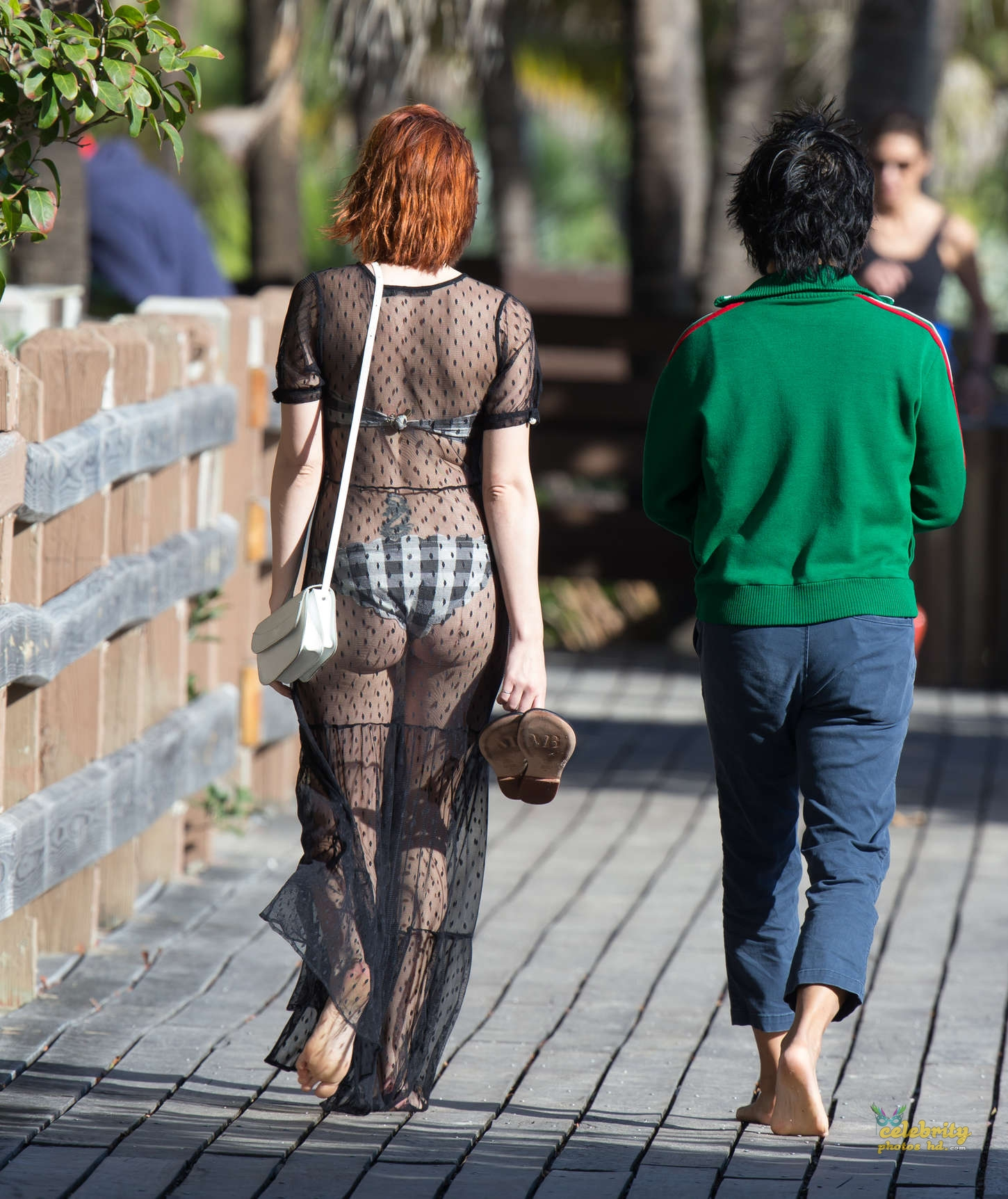 Spicy Hollywood Actress Jena Malone in Bikini in Miami (3)