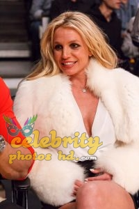 BRITNEY SPEARS and Sam Asghari at Lakers vs Golden State Warriors Game in Los Angeles (1)