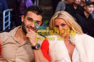 BRITNEY SPEARS and Sam Asghari at Lakers vs Golden State Warriors Game in Los Angeles (4)