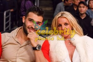 BRITNEY SPEARS and Sam Asghari at Lakers vs Golden State Warriors Game in Los Angeles (5)