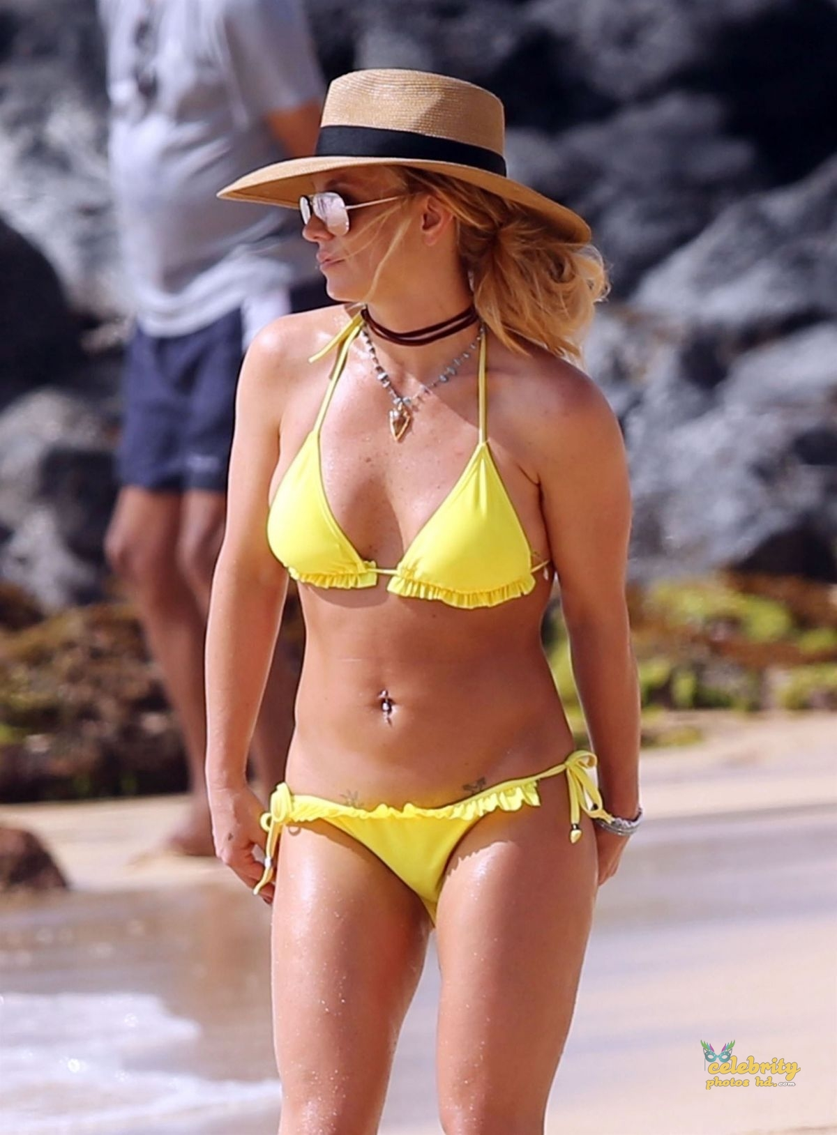 BRITNEY SPEARS in New Bikini at a Beach in Hawaii (1)