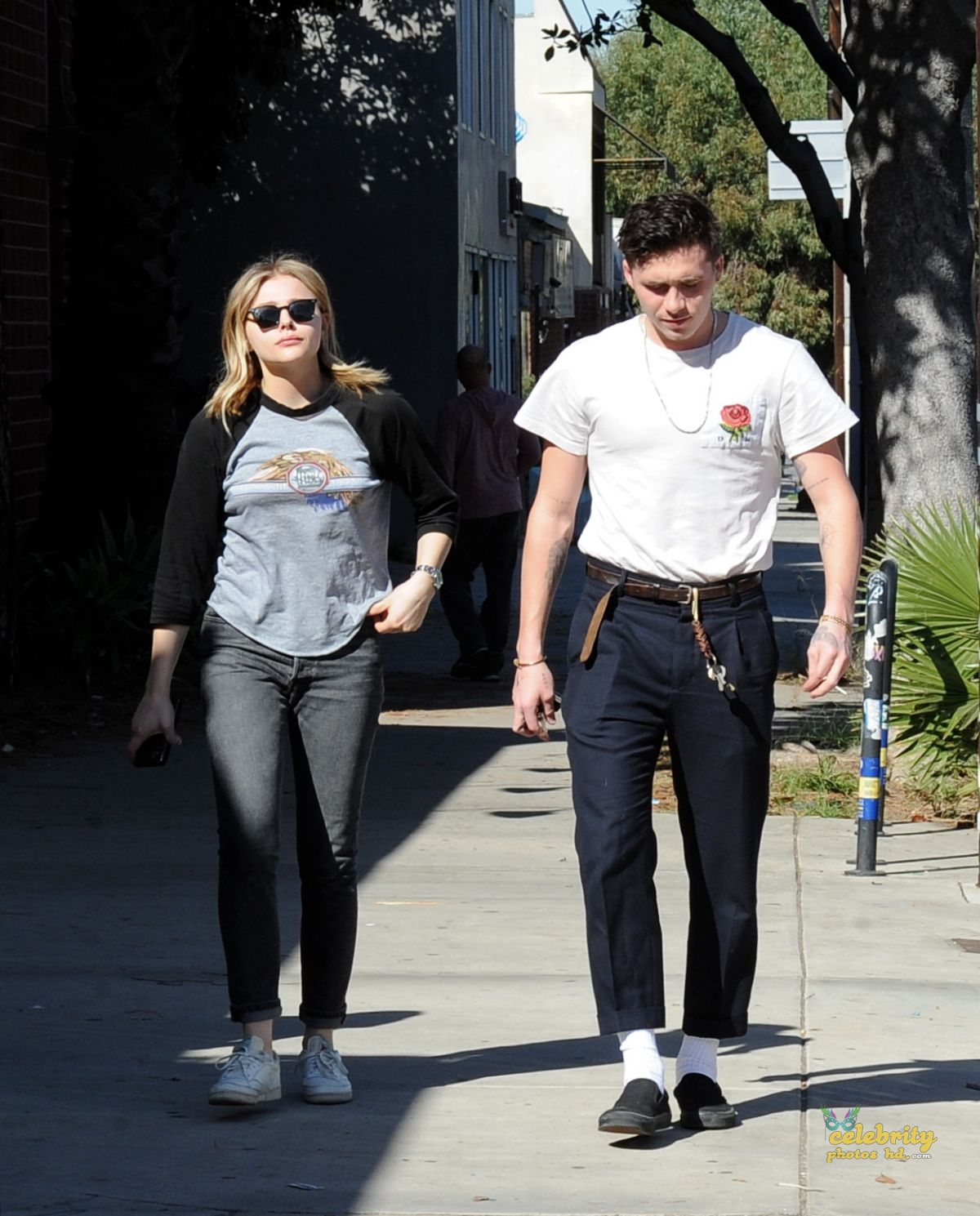 CHLOE MORETZ and Brookyln Beckham Out for Lunch in Studio City (4)