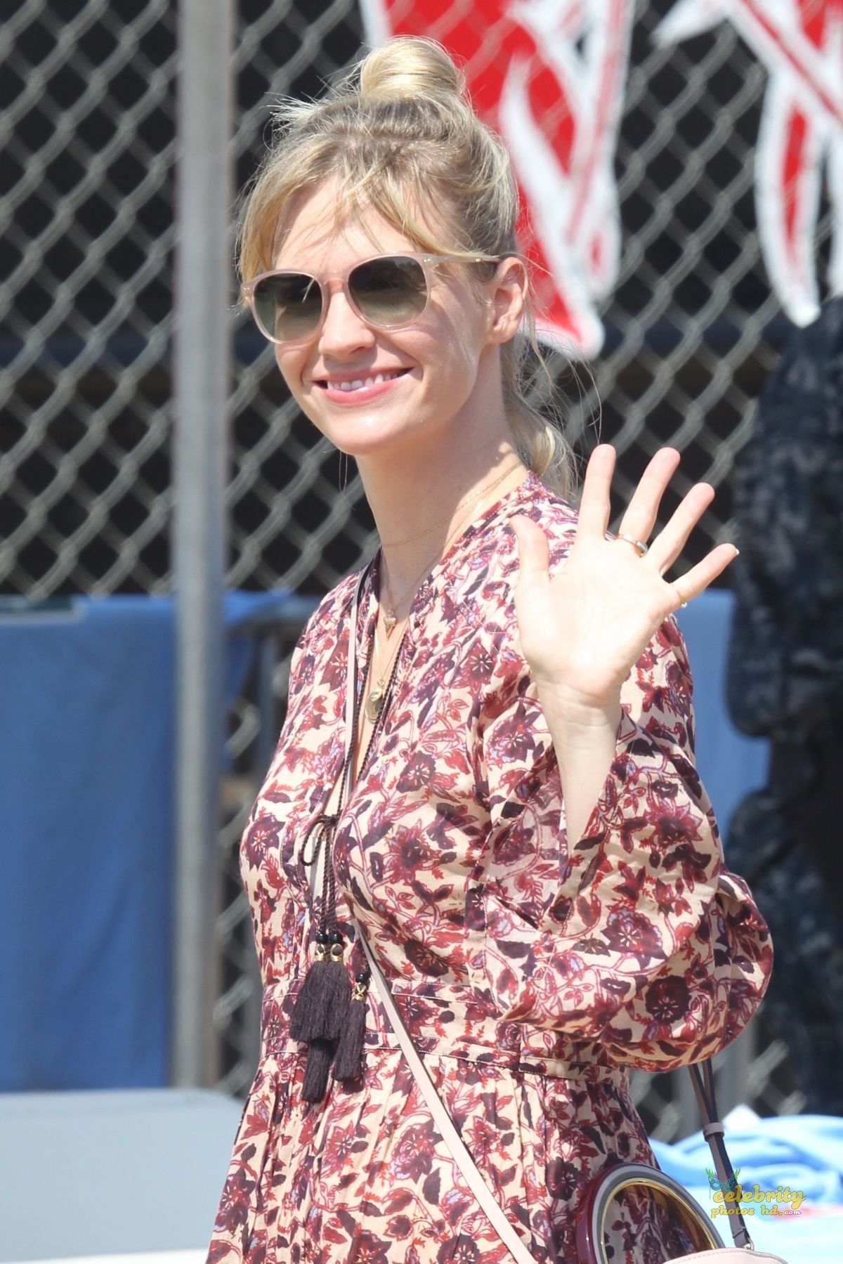 JANUARY JONES Chili Cook-off Event in Malibu (5)