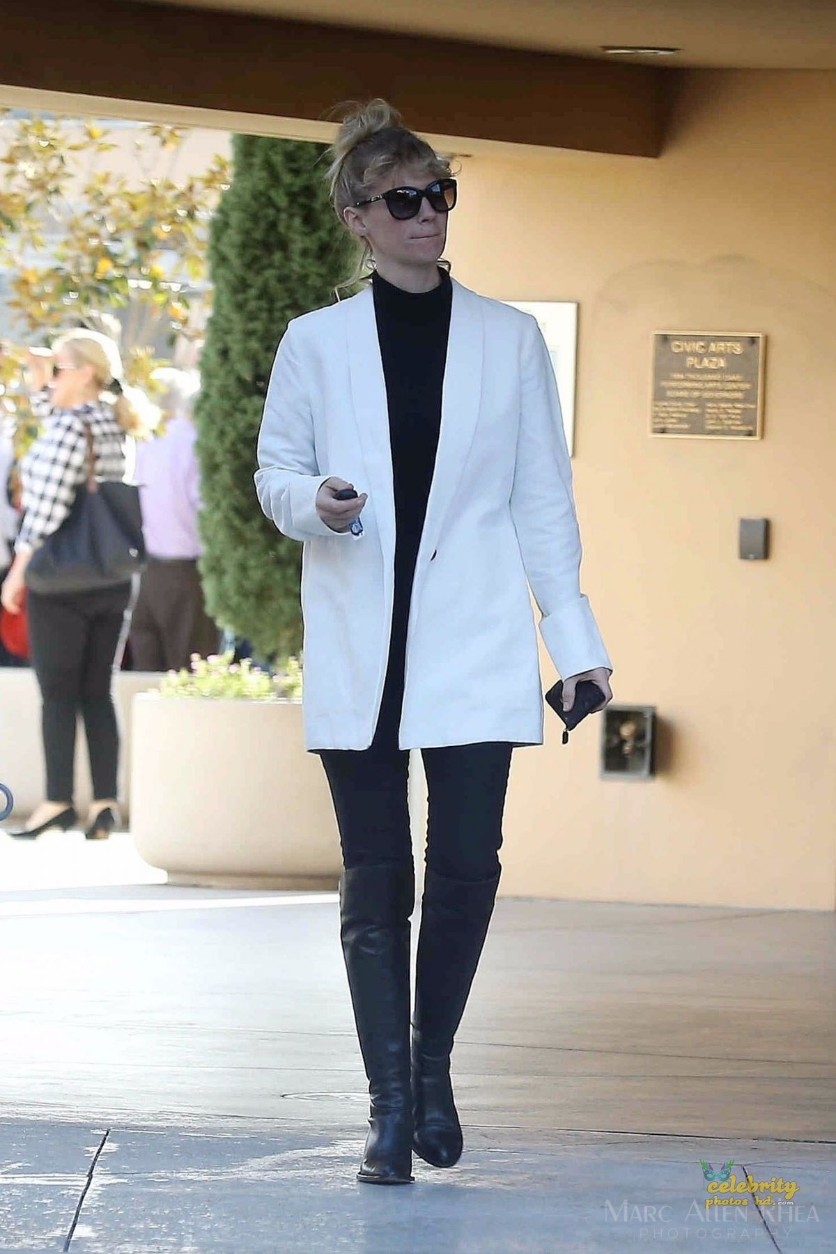 JANUARY JONES Out and About in Los Angeles (1)