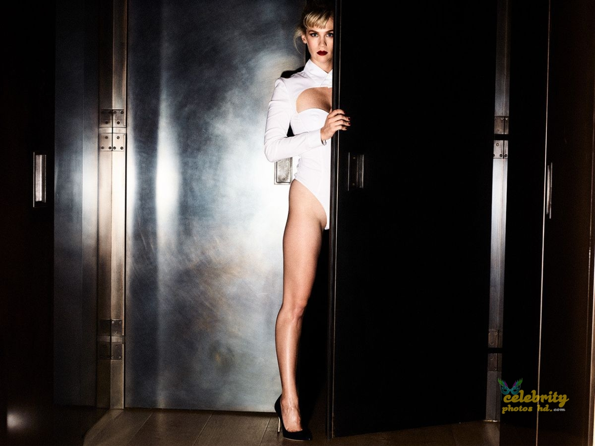JANUARY JONES for Violet Grey, January Photo's (1)