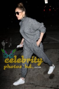 JENNIFER LOPEZ Out for Dinner at Craig's in West Hollywood (6)