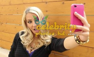 Jenna Marbles poses with partygoers at Ditch Fridaypg (2)